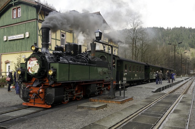 A special train in Eisfelder Talmühle Station in the Harz